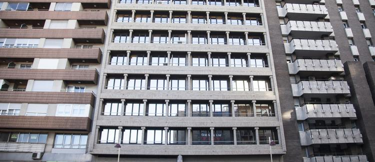 Fachada edificio oficinas César Augusto 14, Zaragoza